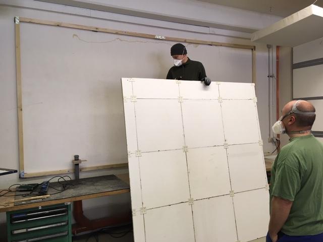Die vorgebauten Teile werden an ihrem Bestimmungsort montiert.
