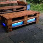 Gartentisch aus Paletten mit Beleuchtung