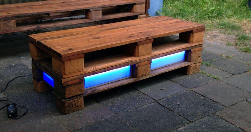 Gartentisch mit Beleuchtung