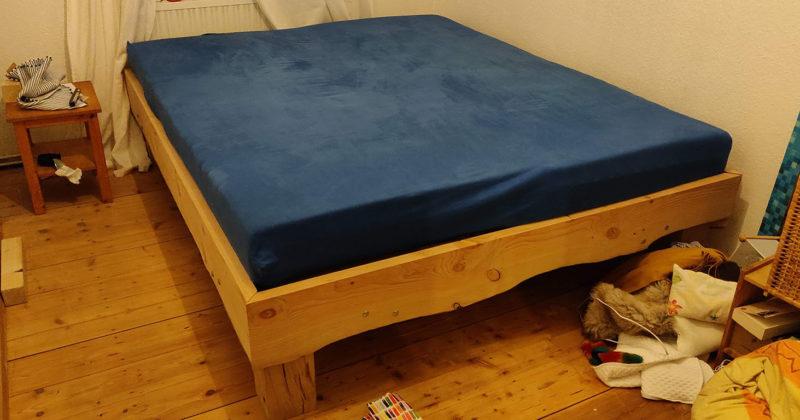 Bett im Eigenbau
